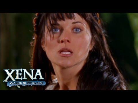 Gabrielle Saves Xena's Life | Xena: Warrior Princess