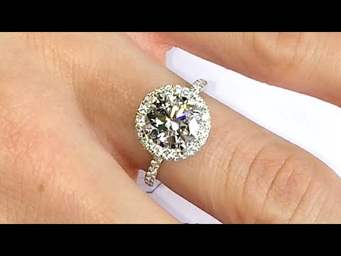 2 ct Round Diamond Halo Engagement Ring