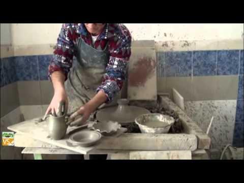 Ceramica artistica: lavorazione al tornio (Italia - Sardegna - Medio Campidano) V4B