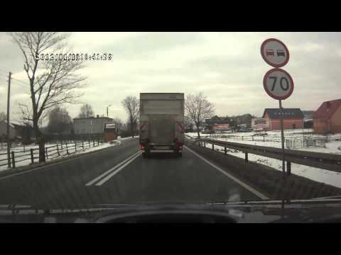 """Wyczechowo. Kierowca nagrał """"wyczyn"""" pirata na K20"""