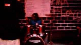 Banda The Salvos tocando Tcha Calaca Boom! no Bar do Blues (São Gonçalo-RJ) em 2004.