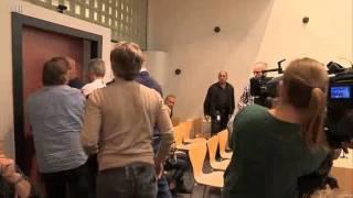 Ojciec rzuca krzesłem w sędzine podczas odczytywania wyroku
