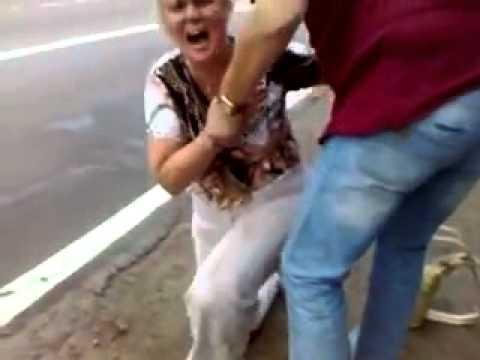 ロシアのババァは大阪のおばちゃんよりも強烈だった! 違反キップ切られて周囲騒然!