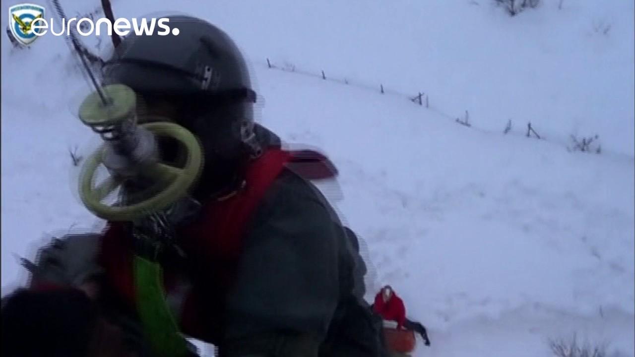 Σκόπελος: Επιχείρηση διάσωσης εγκλωβισμένων με ελικόπτερο της Πολεμικής Αεροπορίας