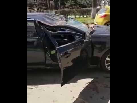 ВПятигорске при обрушении дерева на Лексус пострадала пассажирка