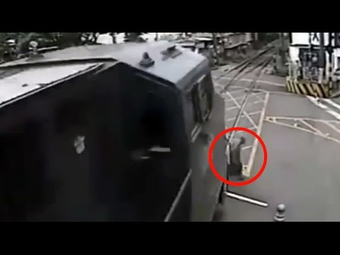 Old man narrowly avoids being hit by train in Brazil - Not today death