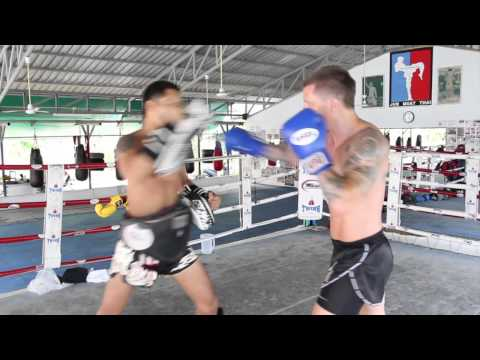 Mati Parks training at Jun Muay Thai Koh Samui with Yodphed
