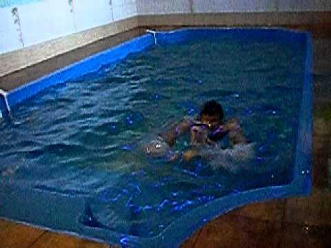 Композитный бассейн в доме