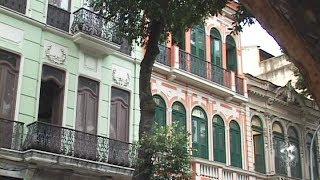 Patrimônio cultural imaterial do Rio de Janeiro, a Rua da Carioca tem sido alvo de disputas entre comerciantes e um banco que, recentemente, comprou 18 ...