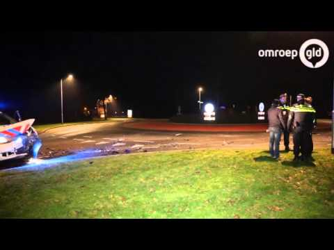 Inbreker Wezep slaat op de vlucht meerdere politievoertuigen geramd
