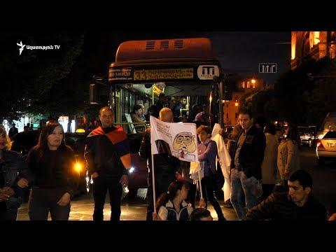 Ցուցարարները փակել էին Տիգրան Մեծ – Մելիք Ադամյան փողոցների խաչմերուկը - DomaVideo.Ru