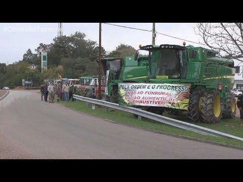 CONEXÃO TAPENSE - Mostra o protesto de produtores rurais e caminhoneiros na esquina de Tapes