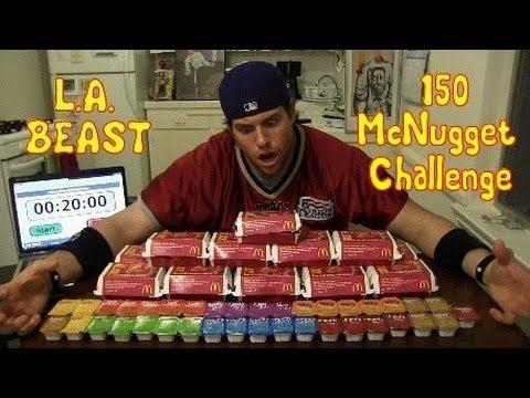 一次吃下150塊麥克雞塊!