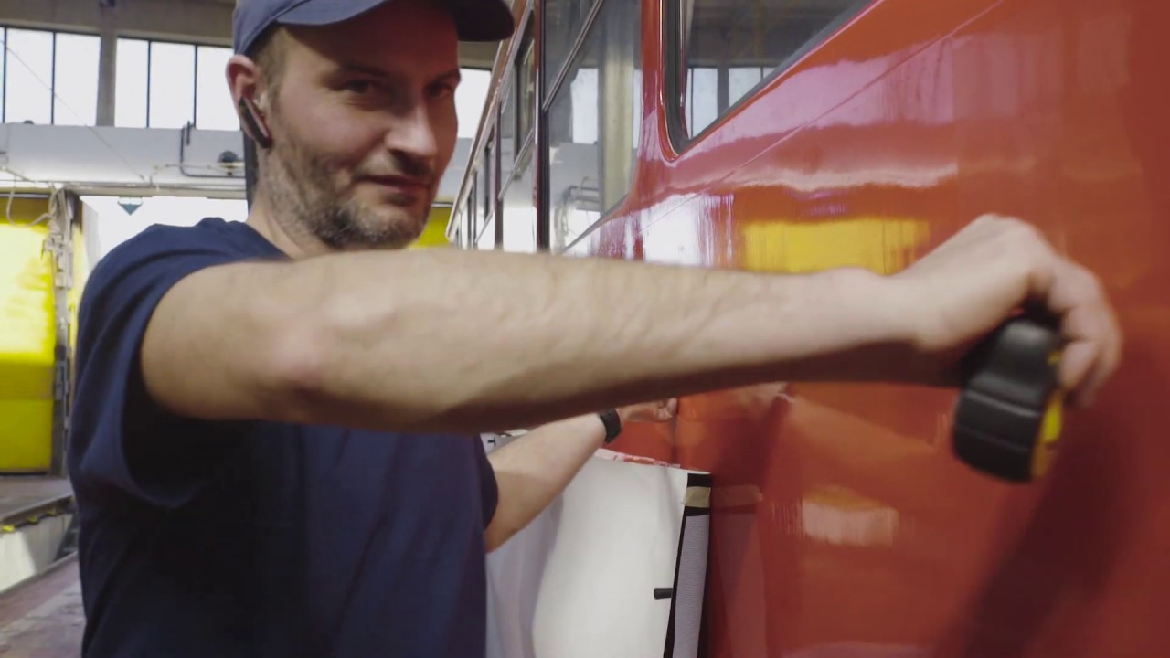 Sestřih lepení tramvaje pro Dopravní podnik Praha