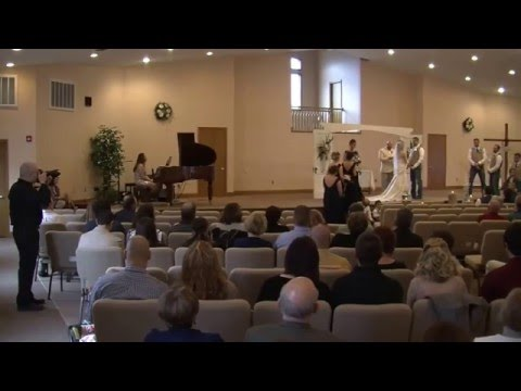 Behind the scenes at a wedding from a photographers perspective (видео)