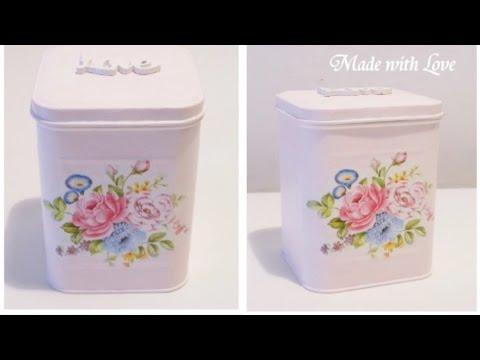 decoupage floreale di una scatola in stile shabby chic