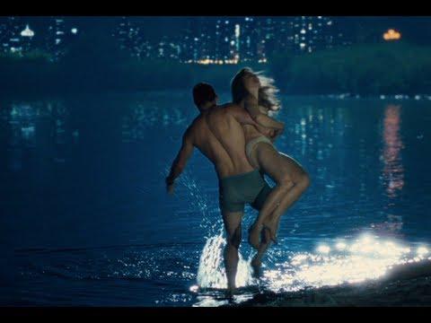 Rachel McAdams & Channing Tatum talk about going Topless | The Vow