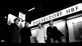 Video Kraftwerk - Trans-Europe Express  (1977) MP3, 3GP, MP4, WEBM, AVI, FLV Juni 2019
