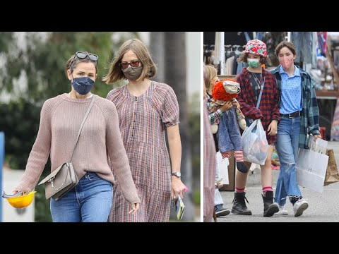 Jennifer Garner And The Kids Load Up On Goodies At The Santa Monica Flea Market