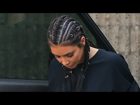 Kim Kardashian & Christina Aguilera Add Rings To Their Braids For Edgier Look (видео)