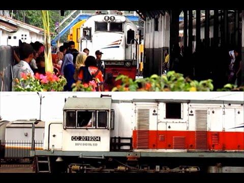 Stasiun Bandung : Kereta Api Lokal Bandung Raya Datang dan Pergi