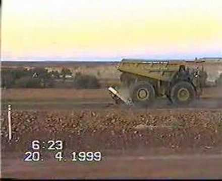 haul truck crash - Probably the mining truck is komatsu..