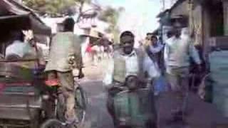 Video Walking to lunch in Agra MP3, 3GP, MP4, WEBM, AVI, FLV Juli 2017