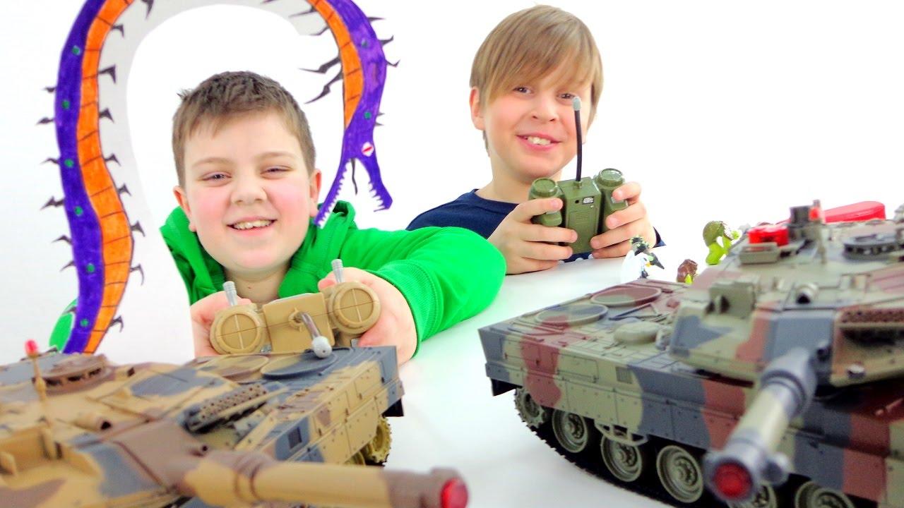 Монстры! Танки! Битва Титанов! Танки vs. Атомный песчаник. ИгроБои Тимур и Лёва