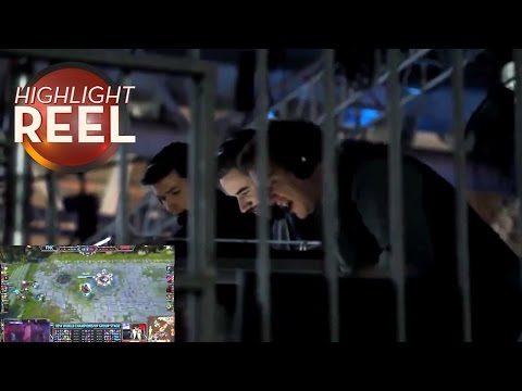 highlight - Highlight Reel is Kotaku's regular roundup of amazing plays, stunts, records, and other great moments from around the gaming world. Please check out the original videos in the links below,...