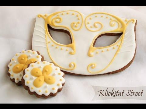 biscotti a forma di maschere di carnevale