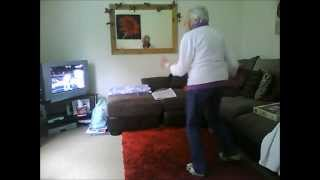 78 Year Old Gran Dancing To Dubstep