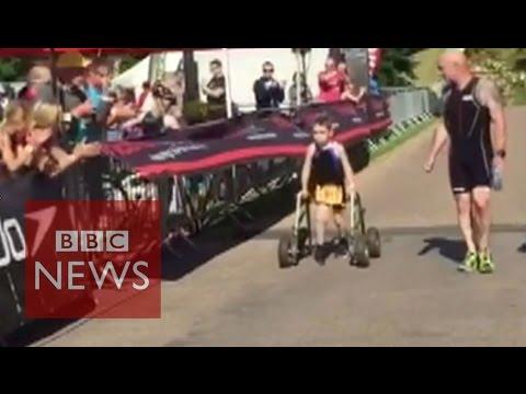 bambino con paralisi celebrale completa gara di triathlon