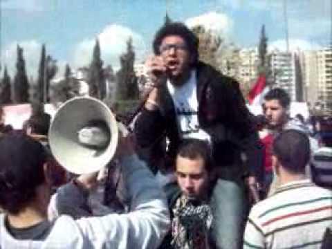 """بالفيديو.. طالبات """"المنصورة"""" يحملن أكفانهن في مسيرات ضد """"العسكري"""""""