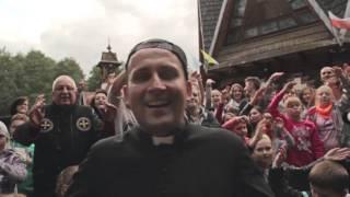 """""""Bóg jest super!"""" Polski ksiądz nagrał zajebisty kawałek hiphopowy!"""