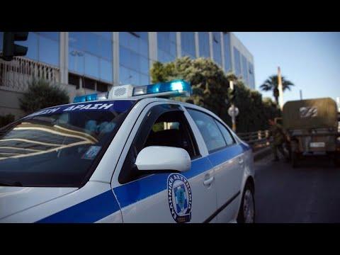 Ο Ρουβίκωνας επιτίθεται στην πρεσβεία του Καναδά (video)