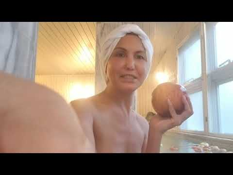 Bath time in a typical japanese public bath with apples (видео)