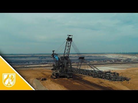 Absetzer überquert für Verfüllung des Tagebau-Restlochs die neue Autobahn