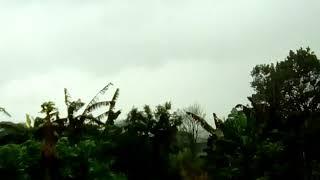 A usuária Cleusa Nascimento Silva registrou o momento de uma forte chuva na cidade de Guaraci, no Paraná. Quer ver o vídeo de sua cidade aqui em nosso canal do Youtube, site e redes sociais? É só gravar a condição do tempo e mandar para o nosso Whatsapp: 11 9 9420-7548. PARTICIPE!