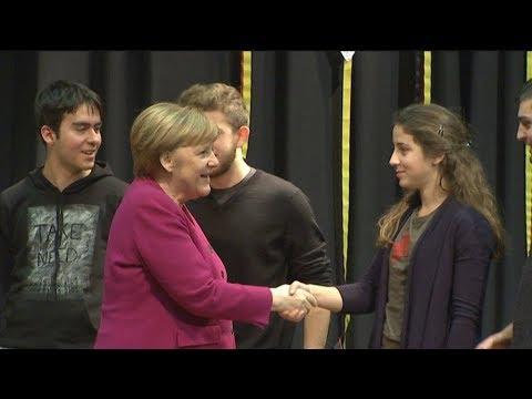 Συζήτηση εφ΄ όλης της ύλης της Άνγκελας Μέρκελ με τους μαθητές της Γερμανικής Σχολής