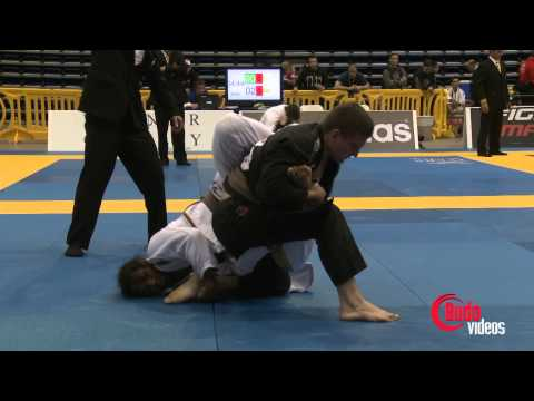 jiu jitsu - From the 2013 Pan Jiu Jitsu Championships, UFC lightweight champion, Ben Henderson takes on Pedro Alcantara in the Adult Brown belt middle weight division Br...