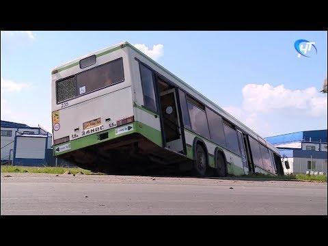 Городской автобус 1а попал в аварию по дороге на Хутынь