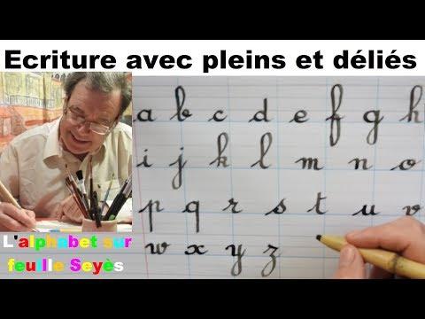 Écriture de l'alphabet avec des pleins et les déliés sur feuille Seyès