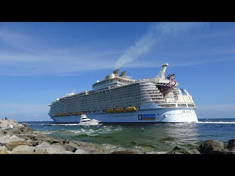 World's Largest Cruise Ship Pulls Away Water From Fort Lauderdale Beach | Harmony … видео