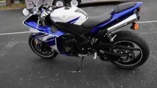 7. 2014 Yamaha YZF-R1 Team Yamaha Blue-White - U016636
