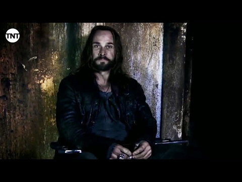 Falling Skies Season 4 (Behind the Scene 'Pope')