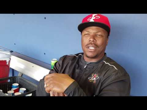 Glenallen Hill talks about his home run that landed on the rooftops. (видео)