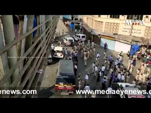 Cops lathi charge Migrants at Bandra Station Mumbai