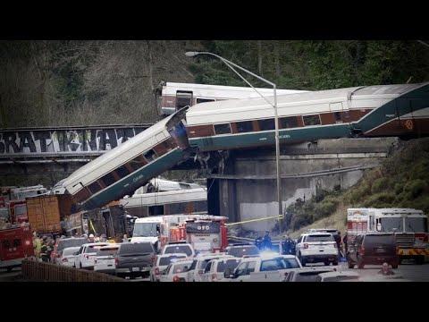Amtrak train derailed speeding 80 mph in 30 mph zone