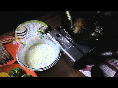 Tempura master Tadashi Ono makes some tempura [02:04]