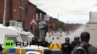Belfast United Kingdom  City pictures : UK: Police unleash water cannon as clashes erupt in north Belfast